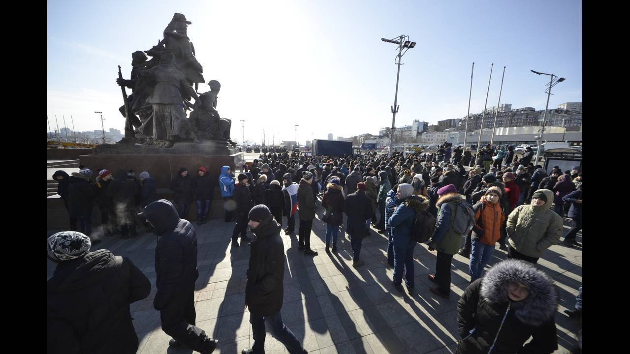 https://cdn.cnngreece.gr/media/news/2018/01/28/115232/photos/snapshot/2018-01-28T064348Z_1910864034_UP1EE1S0IP0WD_RTRMADP_3_RUSSIA-ELECTION-NAVALNY.JPG