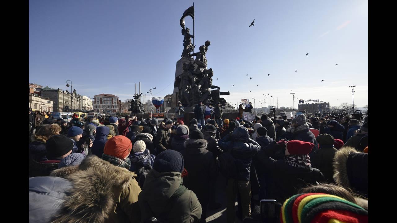 https://cdn.cnngreece.gr/media/news/2018/01/28/115232/photos/snapshot/2018-01-28T064935Z_1591692904_UP1EE1S0IYNWH_RTRMADP_3_RUSSIA-ELECTION-NAVALNY.JPG