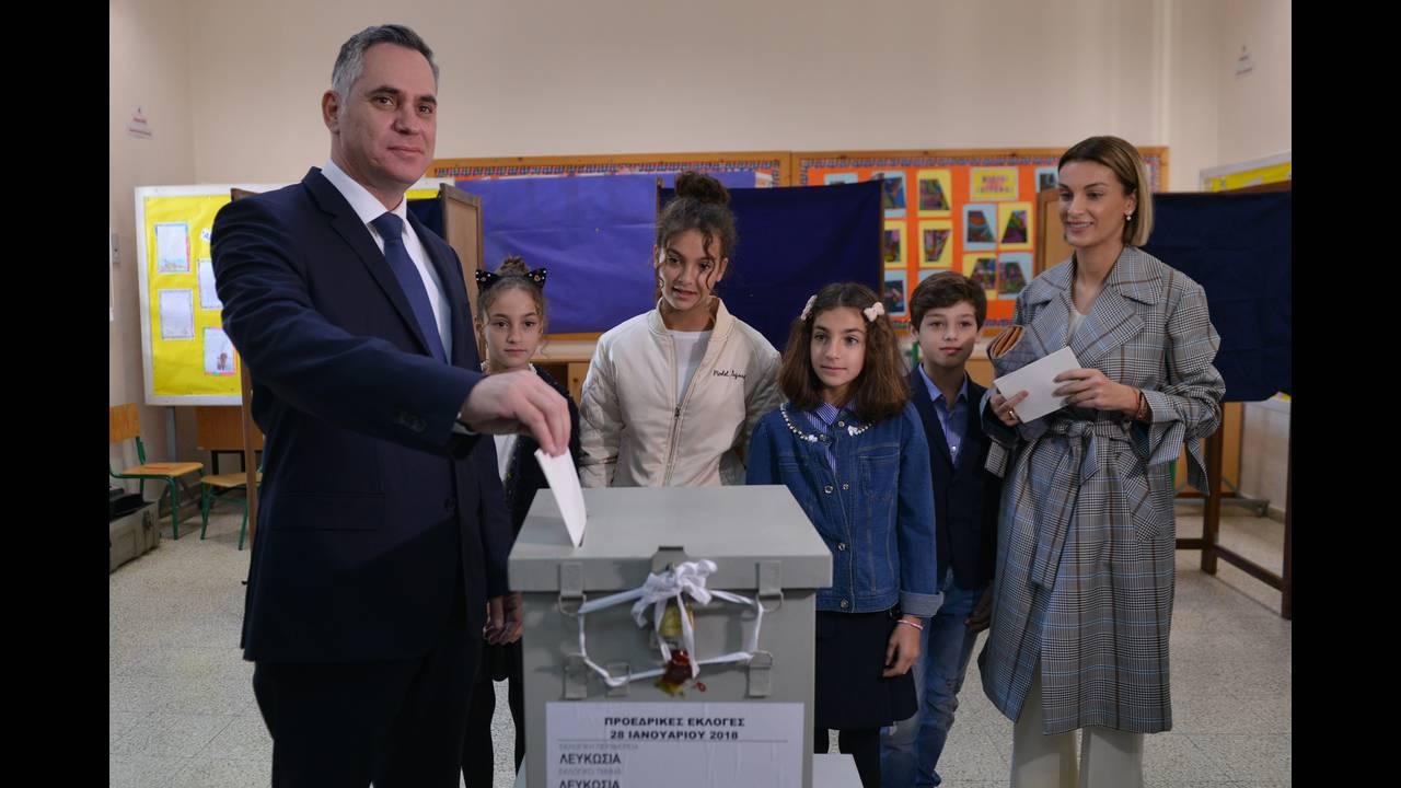 https://cdn.cnngreece.gr/media/news/2018/01/28/115269/photos/snapshot/2018-01-28T094615Z_1115581675_UP1EE1S0R53XV_RTRMADP_3_CYPRUS-ELECTION.JPG