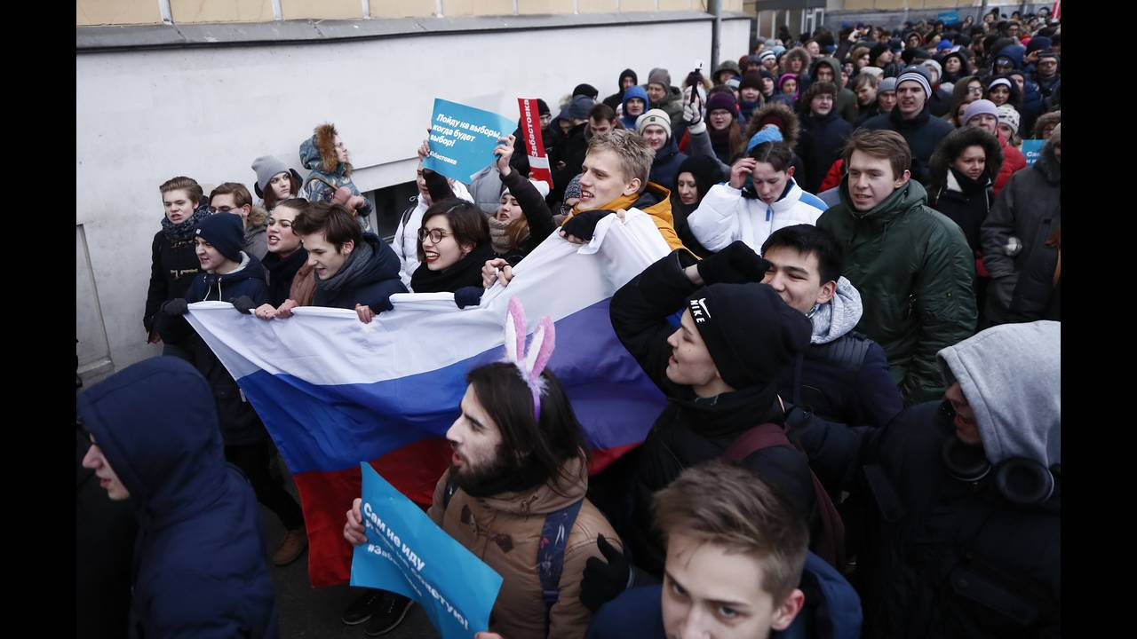 https://cdn.cnngreece.gr/media/news/2018/01/28/115275/photos/snapshot/2018-01-28T130523Z_859179255_UP1EE1S10CY2L_RTRMADP_3_RUSSIA-ELECTION-NAVALNY.JPG