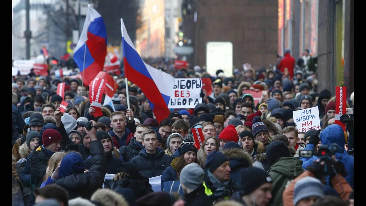 https://cdn.cnngreece.gr/media/news/2018/01/28/115275/photos/snapshot/2018-01-28T131240Z_86838687_UP1EE1S10P433_RTRMADP_3_RUSSIA-ELECTION-NAVALNY.JPG