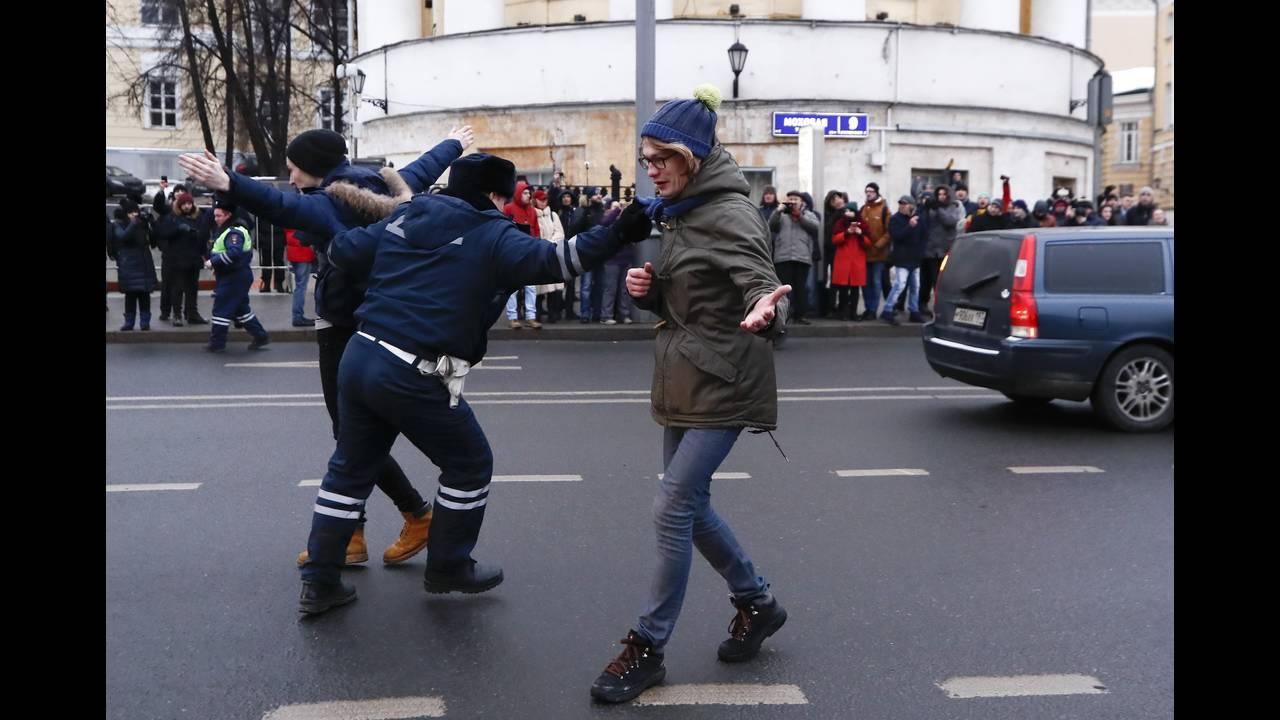 https://cdn.cnngreece.gr/media/news/2018/01/28/115275/photos/snapshot/2018-01-28T131952Z_1489889301_UP1EE1S11143N_RTRMADP_3_RUSSIA-ELECTION-NAVALNY.JPG
