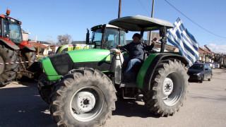 Μπλόκα αγροτών σε Φλώρινα, Χανιά και Λάρισα