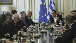 «Συμμαχία» κυβέρνησης-τραπεζών κατά της προληπτικής πιστωτικής γραμμής