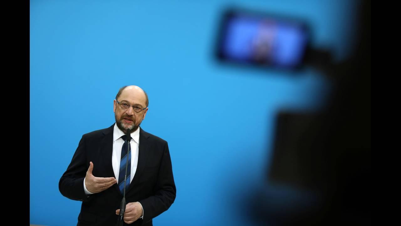 https://cdn.cnngreece.gr/media/news/2018/01/29/115331/photos/snapshot/2018-01-26T082902Z_1577236516_RC176E19E370_RTRMADP_3_GERMANY-POLITICS.JPG