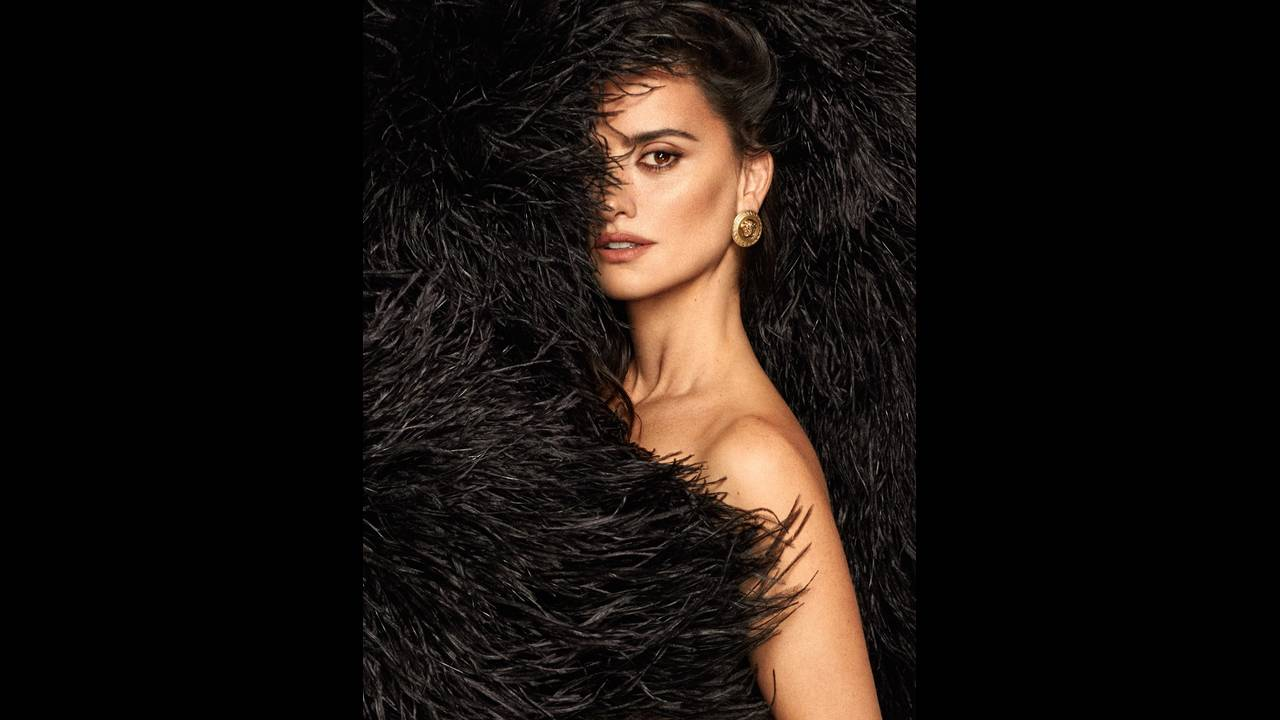https://cdn.cnngreece.gr/media/news/2018/01/29/115393/photos/snapshot/Penelope-Cruz-Fashion-Shoot03.jpg