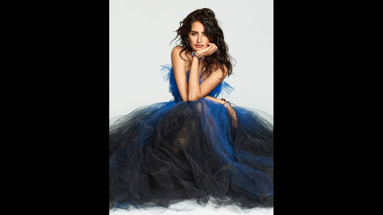 https://cdn.cnngreece.gr/media/news/2018/01/29/115393/photos/snapshot/Penelope-Cruz-Fashion-Shoot05.jpg