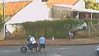 Βραζιλία: Τον πυροβόλησαν θανάσιμα μπροστά στο παιδί του για χρέος... 400 ευρώ (vid)