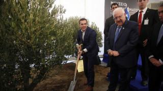 Ο Αλ.Τσίπρας φύτεψε μία ελιά στο Μουσείο του Ολοκαυτώματος