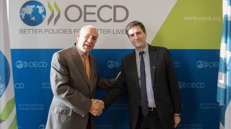 Στο Παρίσι ο Γιώργος Χουλιαράκης για επαφές στον ΟΟΣΑ