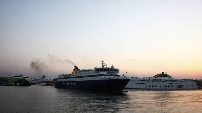 Σύρος: Επιβάτης του Blue Star Naxos έπεσε στη θάλασσα