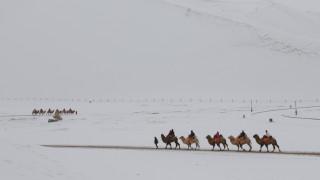 Μαρόκο: Στα «λευκά» έχουν ντυθεί πόλεις δίπλα στην έρημο