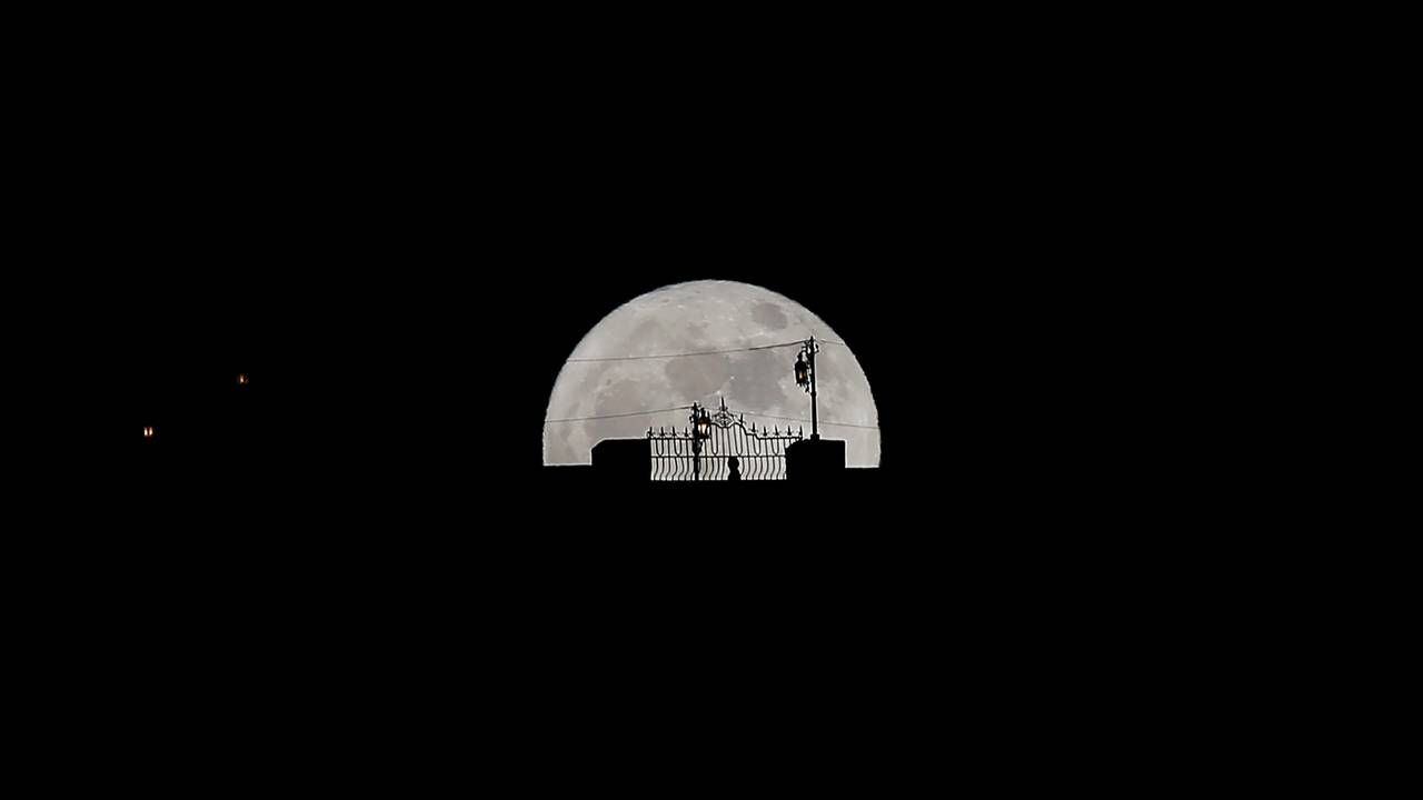 https://cdn.cnngreece.gr/media/news/2018/01/31/115684/photos/snapshot/supermoon1.JPG