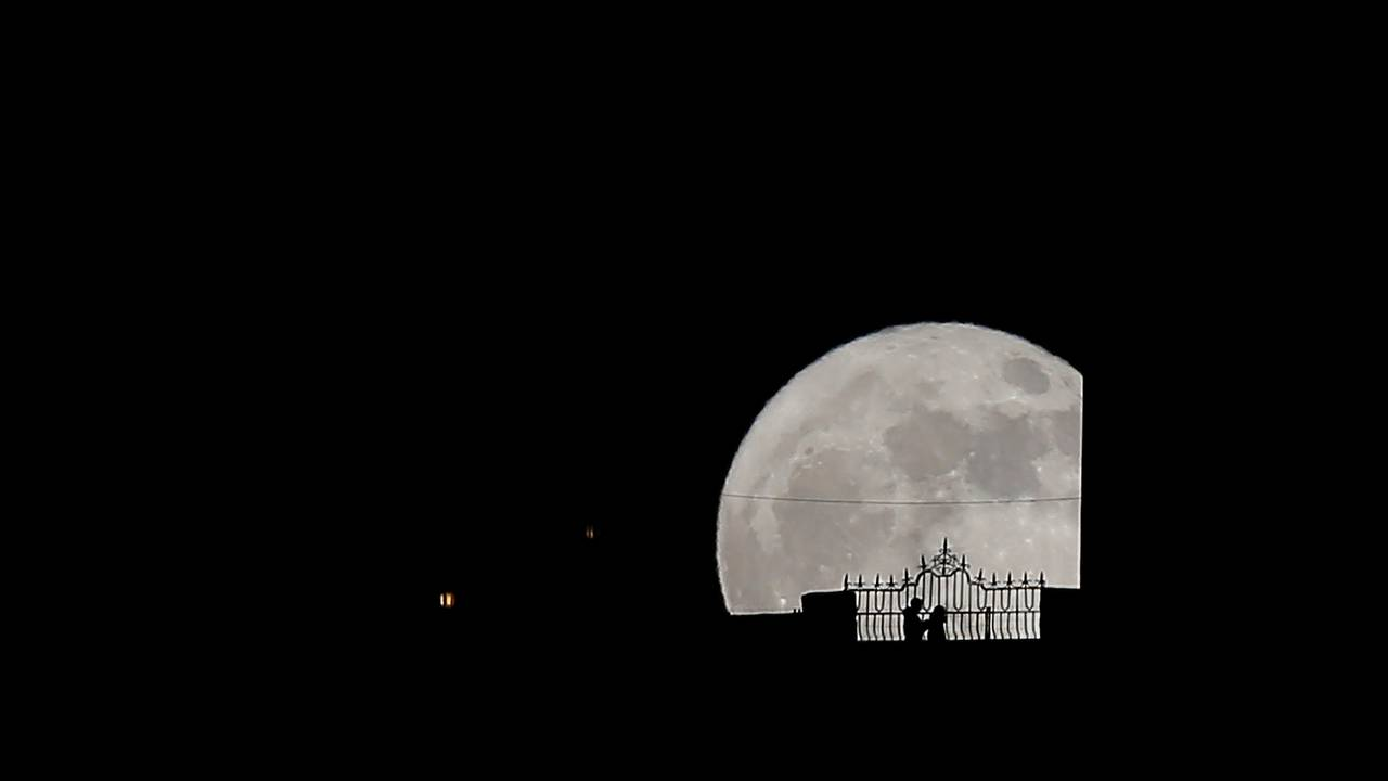 https://cdn.cnngreece.gr/media/news/2018/01/31/115684/photos/snapshot/supermoon2.JPG