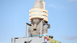 Μεταφορά του κολοσσιαίου αγάλματος του Ραμσή μέσα από την πόλη του Καΐρου