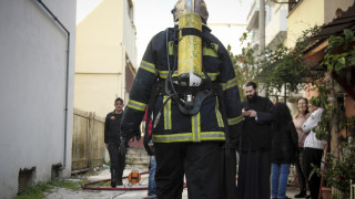 Μεγάλη φωτιά σε κτίριο της Ιεράς Μητρόπολης Νίκαιας - Απεγκλωβίστηκαν δύο ηλικιωμένοι