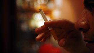 «Τσουχτερά» πρόστιμα προβλέπει νέα εγκύκλιος για τους παραβάτες του αντικαπνιστικού νόμου