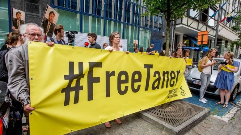 Τουρκία: Χειροπέδες στον πρόεδρο της Διεθνούς Αμνηστίας