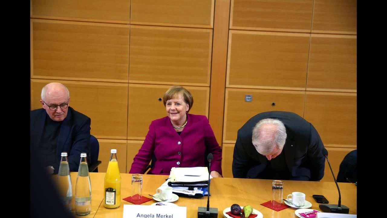 https://cdn.cnngreece.gr/media/news/2018/02/02/116053/photos/snapshot/2018-02-02T155656Z_1051539704_UP1EE2218AW4E_RTRMADP_3_GERMANY-POLITICS.JPG