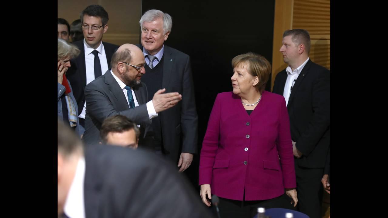 https://cdn.cnngreece.gr/media/news/2018/02/02/116053/photos/snapshot/2018-02-02T160551Z_2045948934_UP1EE2218PR4M_RTRMADP_3_GERMANY-POLITICS.JPG