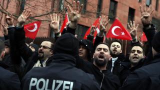 Άσυλο σε τέσσερις Τούρκους στρατιωτικούς έδωσε το Βερολίνο