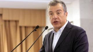 Θεοδωράκης: Οι πολιτικοί να ακούν τον λαό, όχι να κρύβονται πίσω του