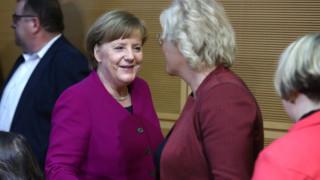Μέρκελ: Έτοιμη να επανεξετάσει αμφιλεγόμενο νόμο κατά της ρητορικής μίσους στα κοινωνικά δίκτυα