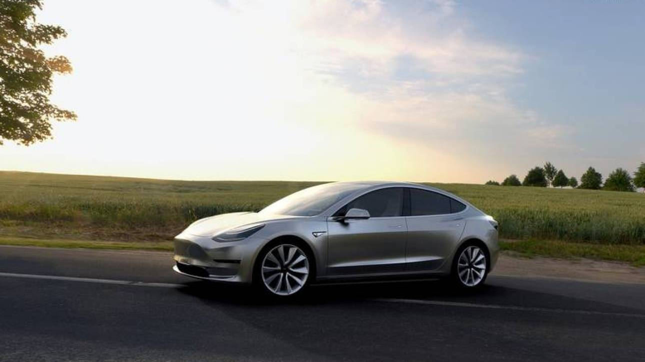 Απίστευτο αλλά η Tesla φτιάχνει τις μπαταρίες του Model 3 στο χέρι