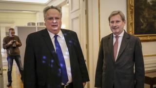 Αυστηρή παρατήρηση ΥΠ.ΕΞ στον επίτροπο Χαν: Αποκάλεσε την πΓΔΜ «Μακεδονία»