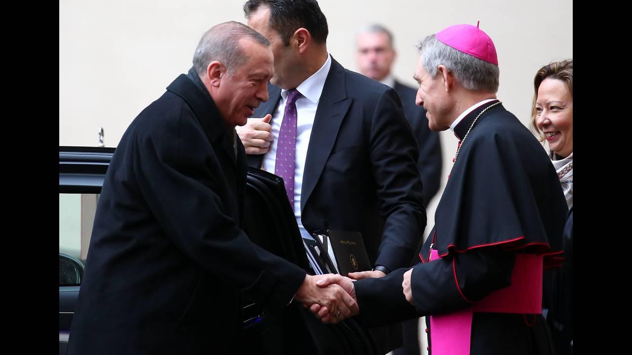 https://cdn.cnngreece.gr/media/news/2018/02/05/116368/photos/snapshot/2018-02-05T090228Z_1523987506_RC11B7B528F0_RTRMADP_3_POPE-TURKEY.JPG