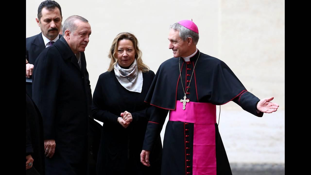 https://cdn.cnngreece.gr/media/news/2018/02/05/116368/photos/snapshot/2018-02-05T095717Z_922361455_RC1960A97200_RTRMADP_3_POPE-TURKEY.JPG