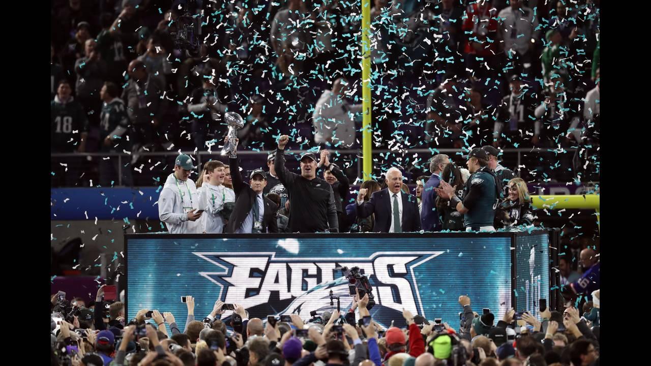 https://cdn.cnngreece.gr/media/news/2018/02/05/116413/photos/snapshot/2018-02-05T034859Z_1195334354_NOCID_RTRMADP_3_NFL-SUPER-BOWL-LII-PHILADELPHIA-EAGLES-VS-NEW-ENGLAND-PATRIOTS.JPG