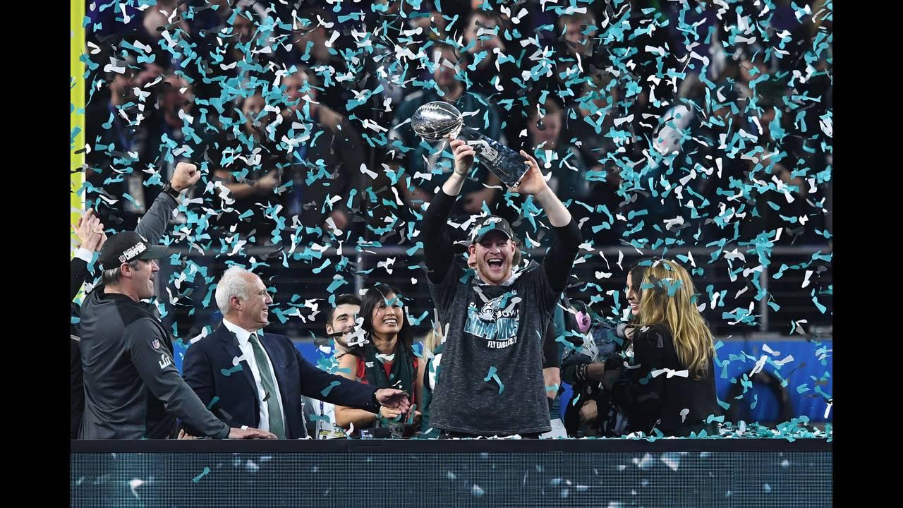 https://cdn.cnngreece.gr/media/news/2018/02/05/116413/photos/snapshot/2018-02-05T035138Z_2094650750_NOCID_RTRMADP_3_NFL-SUPER-BOWL-LII-PHILADELPHIA-EAGLES-VS-NEW-ENGLAND-PATRIOTS.JPG