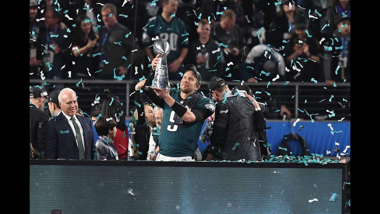 https://cdn.cnngreece.gr/media/news/2018/02/05/116413/photos/snapshot/2018-02-05T035147Z_412840196_NOCID_RTRMADP_3_NFL-SUPER-BOWL-LII-PHILADELPHIA-EAGLES-VS-NEW-ENGLAND-PATRIOTS.JPG