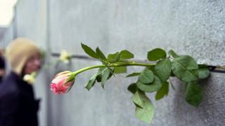 Συμπληρώθηκαν 10.316 μέρες χωρίς το Τείχος του Βερολίνου