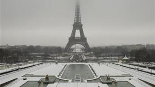 «Πορτοκαλί» συναγερμός στη μισή Γαλλία από τις σφοδρές χιονοπτώσεις και το κρύο