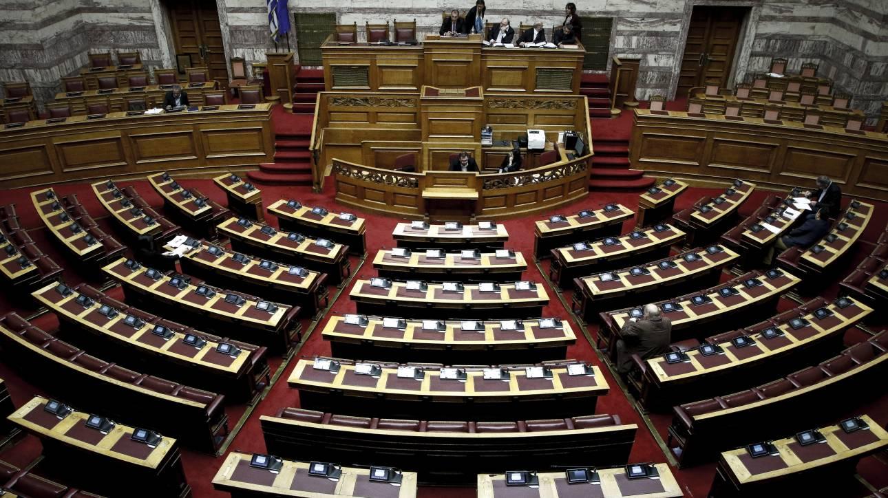 Υπόθεση Novartis: Στη Βουλή η δικογραφία εν μέσω αναταραχής στο πολιτικό σκηνικό
