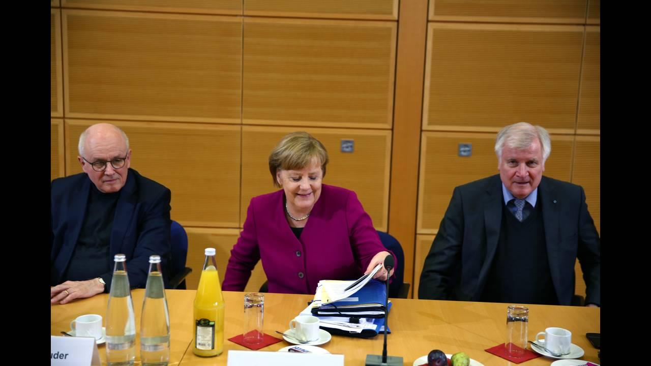 https://cdn.cnngreece.gr/media/news/2018/02/06/116509/photos/snapshot/2018-02-02T155816Z_1553657517_UP1EE2218D44G_RTRMADP_3_GERMANY-POLITICS.JPG