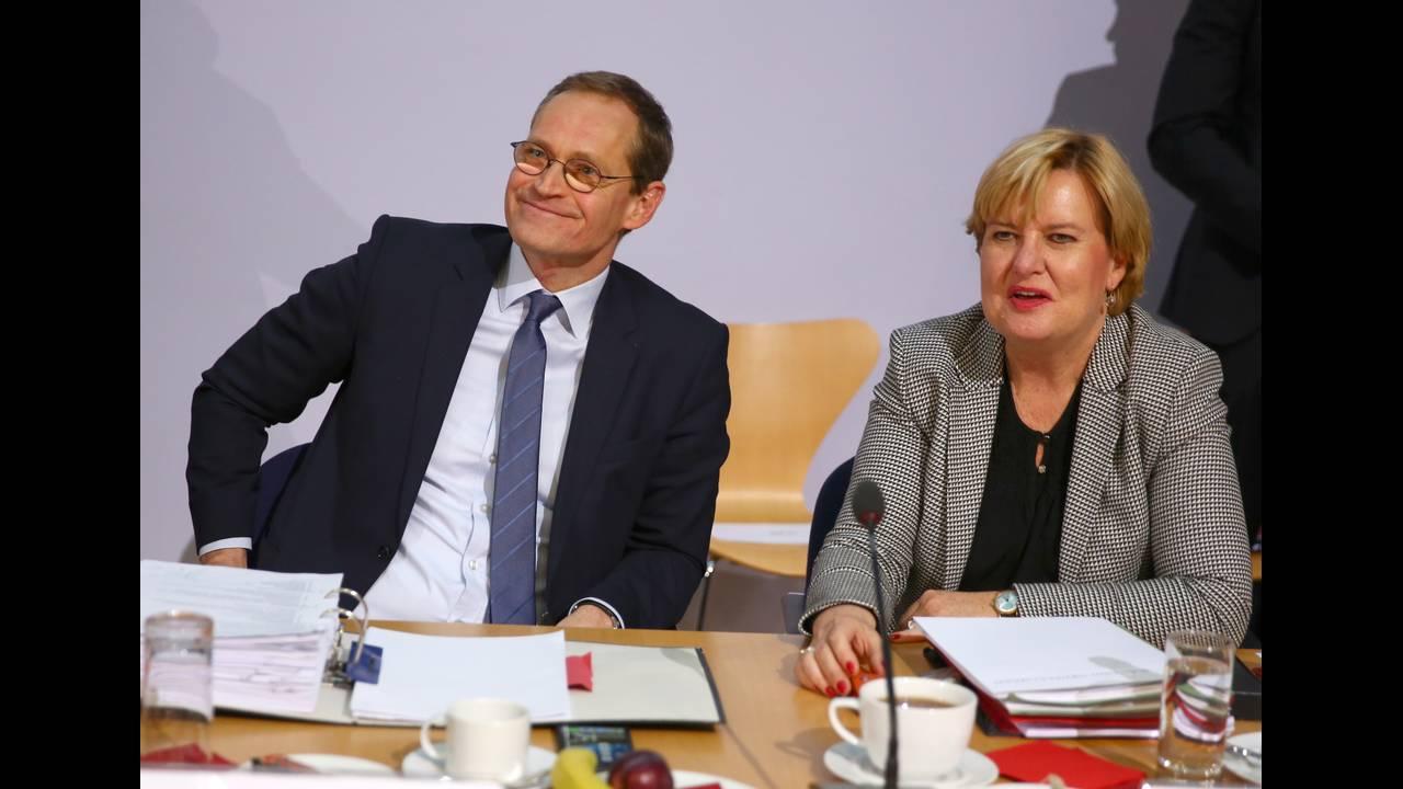 https://cdn.cnngreece.gr/media/news/2018/02/06/116509/photos/snapshot/2018-02-02T160150Z_369609682_UP1EE2218J24I_RTRMADP_3_GERMANY-POLITICS.JPG