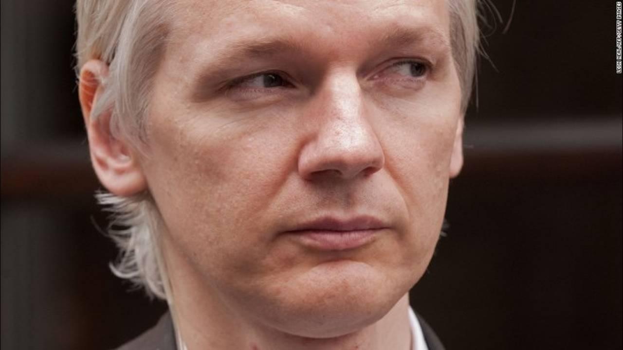 https://cdn.cnngreece.gr/media/news/2018/02/06/116560/photos/snapshot/131010125637-01-assange-1010-horizontal-large-gallery.jpg