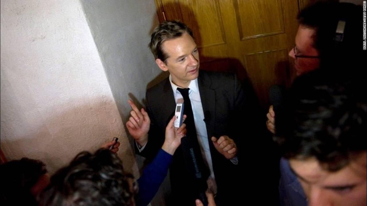 https://cdn.cnngreece.gr/media/news/2018/02/06/116560/photos/snapshot/131010131205-03-assange-1010-horizontal-large-gallery.jpg