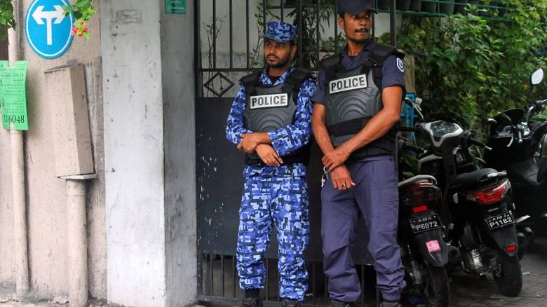 Οι Μαλδίβες βυθίζονται στο πολιτικό χάος