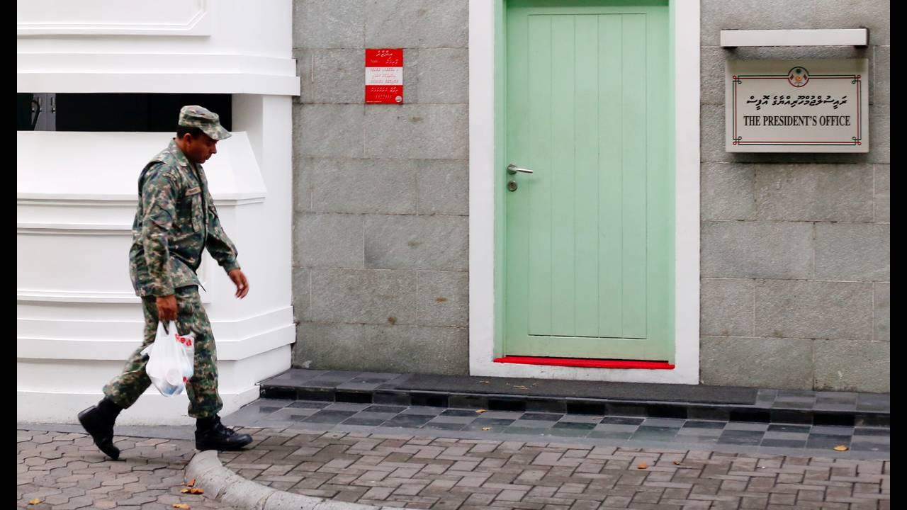 https://cdn.cnngreece.gr/media/news/2018/02/06/116576/photos/snapshot/2018-02-06T143728Z_1598899493_RC1E5CA6C690_RTRMADP_3_MALDIVES-POLITICS.JPG