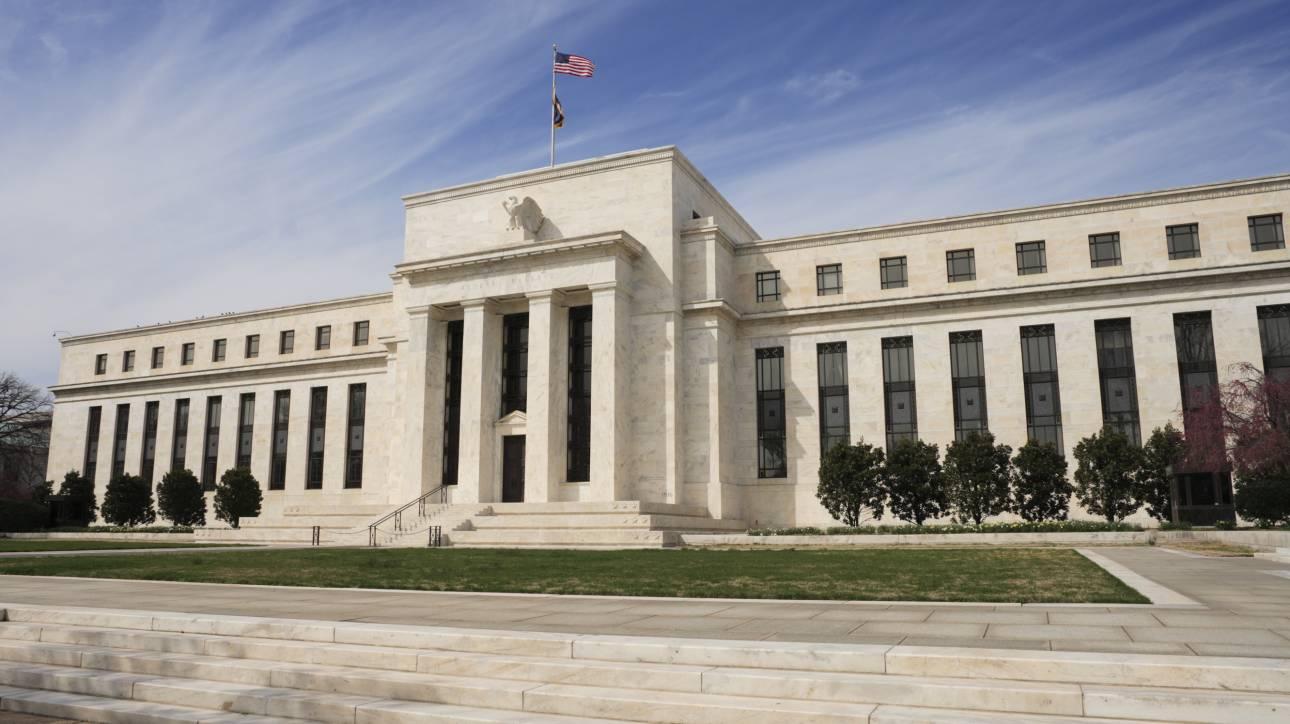 Δεν ανησυχεί για την τρικυμία στις αγορές η Fed