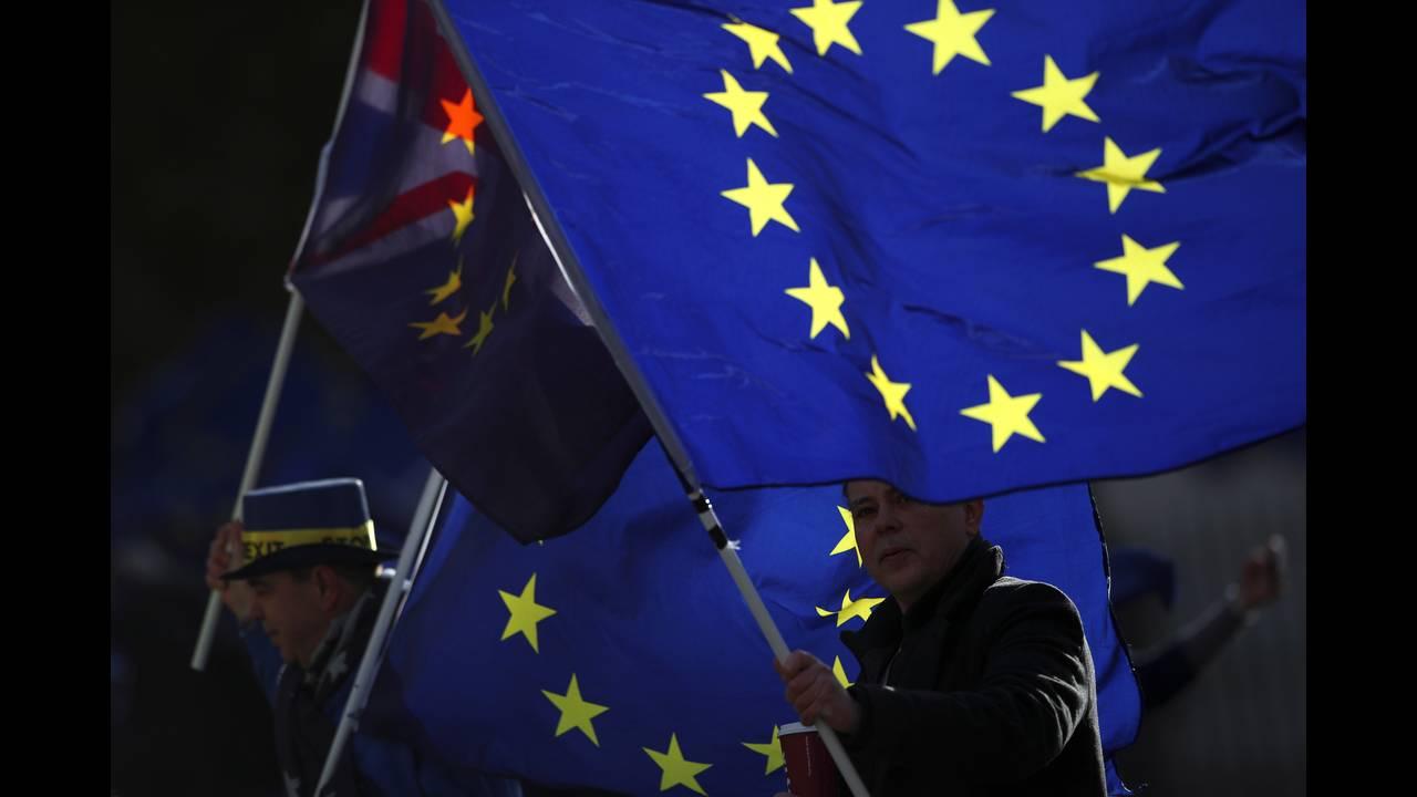 https://cdn.cnngreece.gr/media/news/2018/02/08/116830/photos/snapshot/2018-01-16T151420Z_920940767_RC1CD3CEE9B0_RTRMADP_3_BRITAIN-EU.JPG