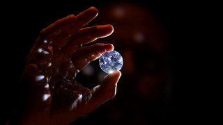 «Στο σφυρί» το πιο σπάνιο λευκό διαμάντι