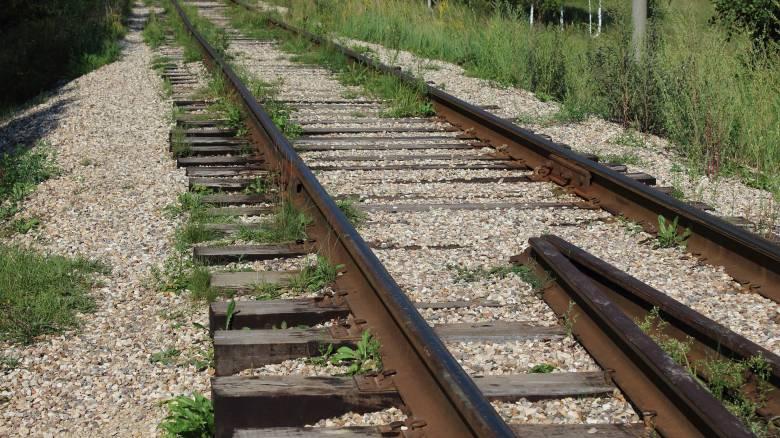 Γυναίκα στην Ταϊλάνδη σκοτώθηκε ενώ έβγαζε σέλφι σε ράγες τρένου