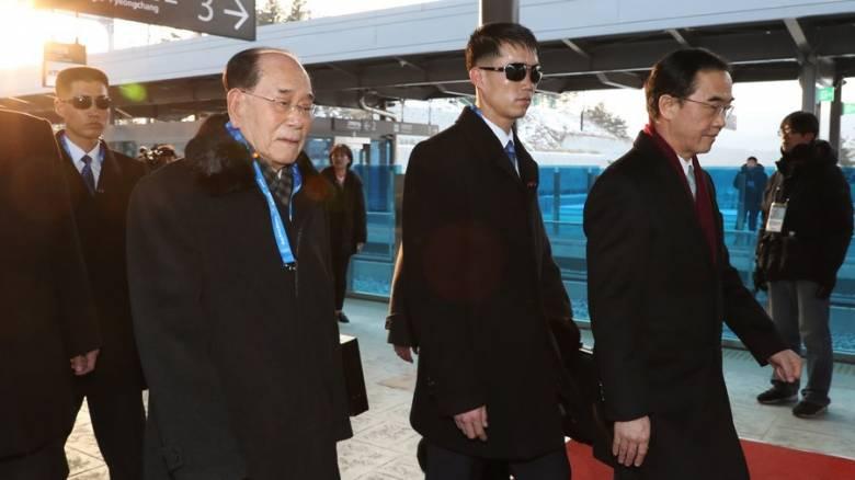 Χειμερινοί Ολυμπιακοί Αγώνες 2018: Ιστορική χειραψία μεταξύ των ισχυρών Βόρειας και Νότιας Κορέας