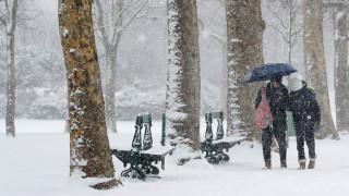 Χιόνια και παγετός στη Γαλλία: Ακυρώθηκαν 200 πτήσεις
