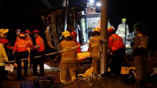 Χονγκ Κονγκ: Τουλάχιστον 18 οι νεκροί από ανατροπή λεωφορείου
